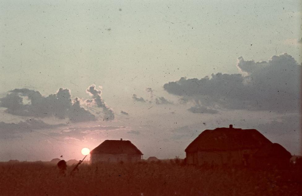 """""""Elképesztő naplementék voltak az orosz síkságon"""" - mondja erről a képről a fényképész fia."""