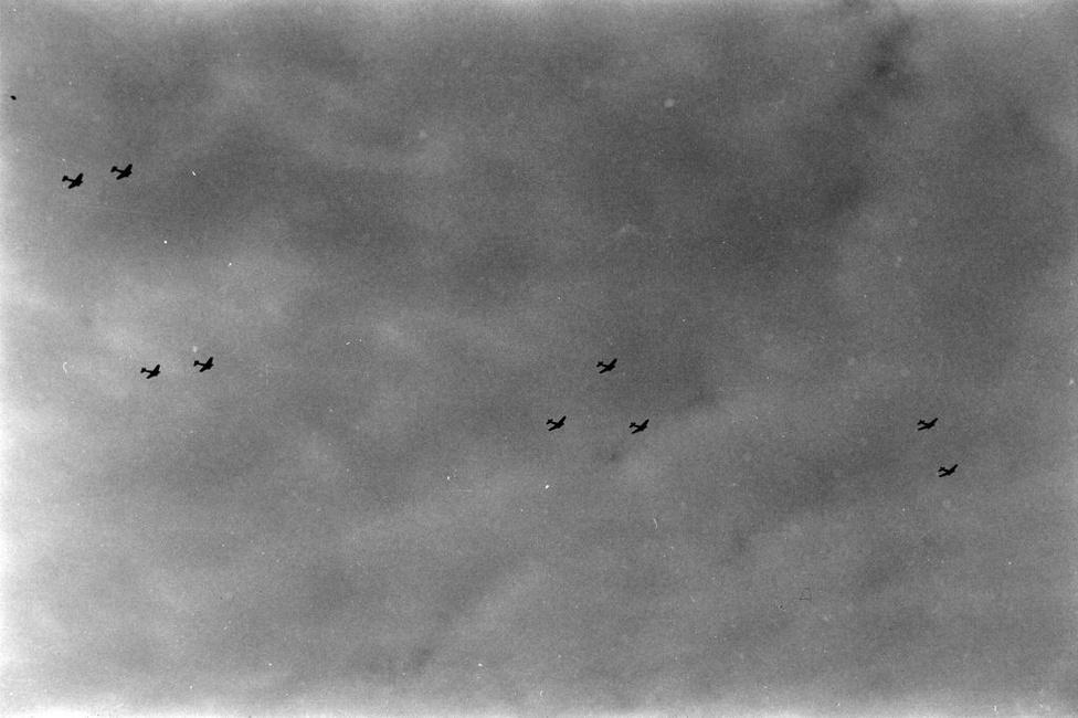 Repülők a levegőben. A 2. magyar hadsereghez egy páncéloshadosztály és egy repülőcsoport tartozott, itt szolgált a kormányzó Horthy Miklós fia is.