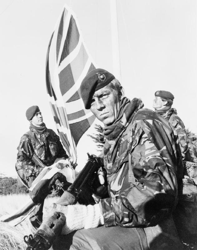 Május 21-én a 4000 brit szállt partra a szigeten.