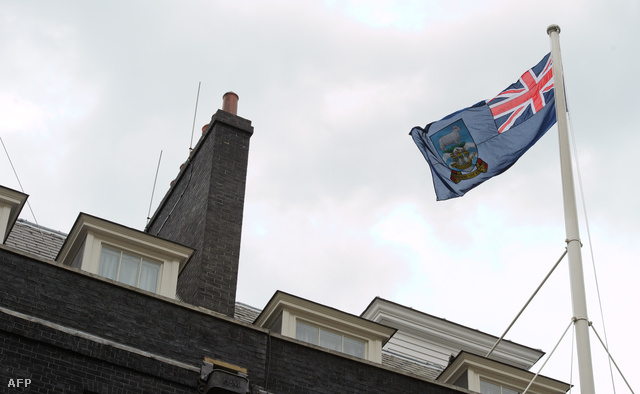 Falkland zászlaja a Downing street 10. felett