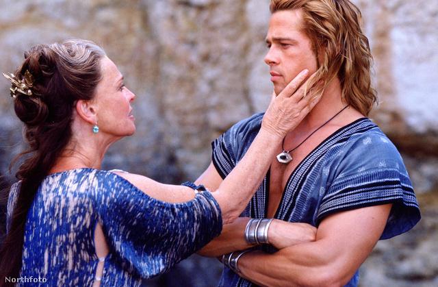 Brad Pitt a Trójában játszott ókori karaktert, akkor Akhilleuszt alakította