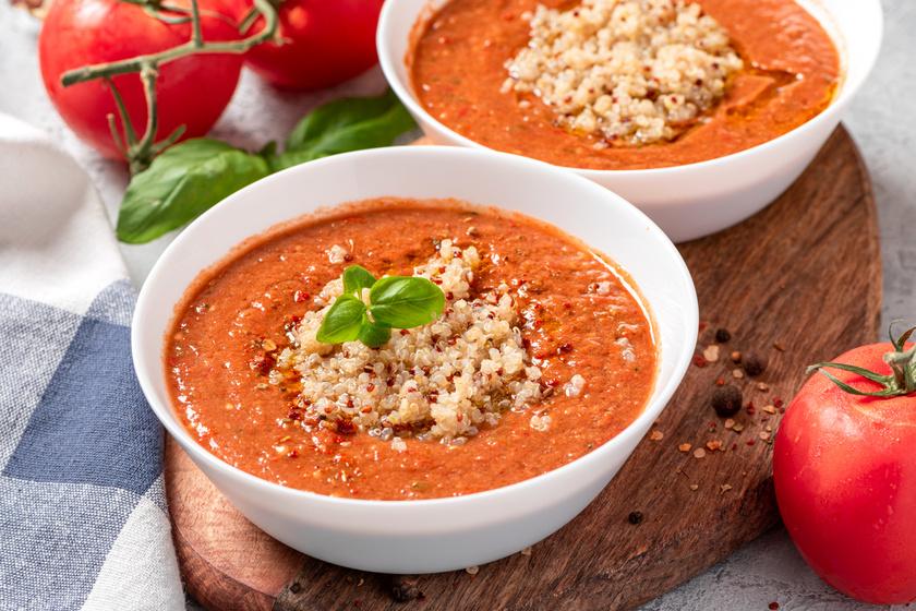 A spanyolok kedvenc hideg levesében, a gazpachóban az a jó, hogy tele van vitaminokkal, frissítő, mégis laktató finomság. Tele van zöldségekkel, a kalóriatartalma is alacsony, így érdemes mindenképp kipróbálni. A receptjét itt találod.