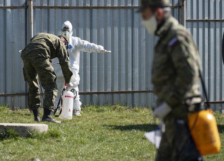 Szlovák katonák működnek közre az országos tesztelésben 2020 őszén