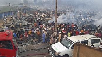 Tűz pusztított a rohingja menekülttárborban