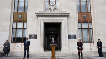 A koronavírus áldozataira emlékeznek Nagy-Britanniában
