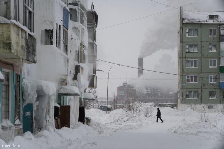 Kotov azért ment el Európa leghidegebb városába (a legalacsonyabb hőmérséklet -52 fok volt), hogy megörökítse a posztszovjet világ építészeti örökségét, és bemutassa, milyen az élet most arrafelé