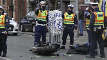 Motoros ütközött mentővel a Rottenbiller utcában