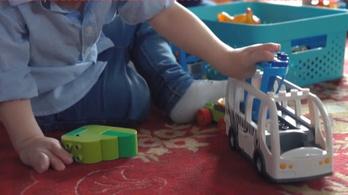 Orvosi bravúr: új kezet kapott a hároméves ikerpár