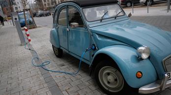Öt új hibrid elektromos autómodell gyártására készül Spanyolországban a Renault