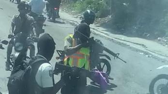 Fegyveresek támadták meg a vb-selejtezőre igyekvő csapat buszát