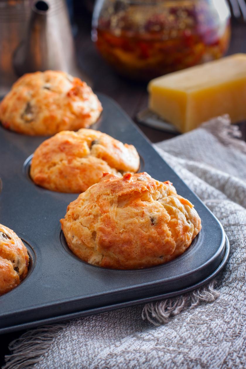 sonkás aszaltparadicsomos muffin álló ok