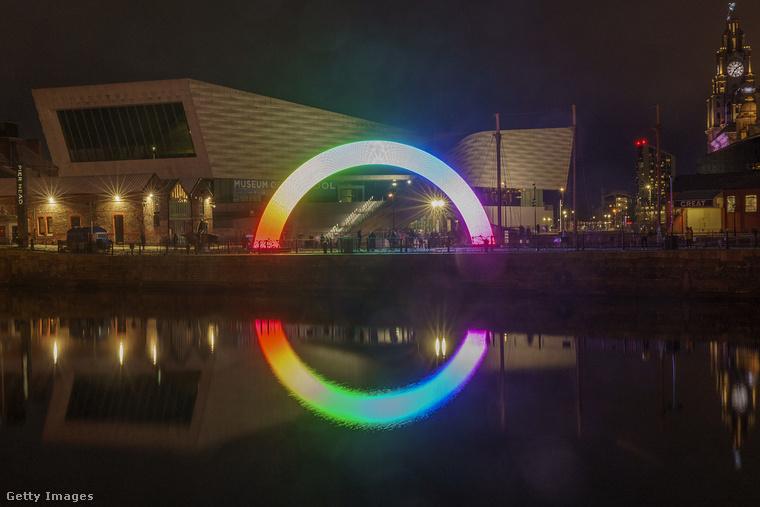Ezek a képek a héten készültek Liverpoolban, ahol most nyílt meg a River of Light Trail (magyarul nagyjából Fényösvény folyója) című szabadtéri kiállítás