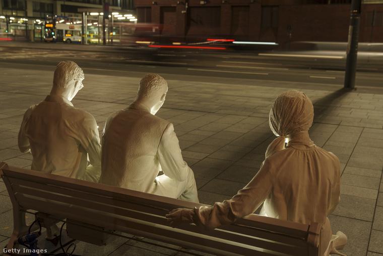 Be lehet ülni közéjük szelfizni, vagy csak úgy mobilozni egy kicsit, megnézni, nem történt-e közben valami érdekes Instán.