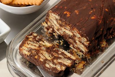 Csokis-kekszes édesség sütés nélkül: csak győzd kivárni, míg összeáll a hűtőben