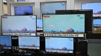 Észak-Koreának nem tetszett az amerikai-dél-koreai hadgyakorlat, kilőtt utána két rakétát