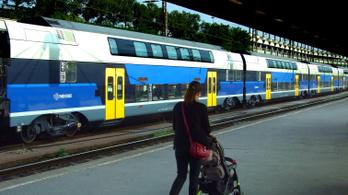 Kisiklott egy vonat a Nyugati pályaudvaron, késések és korlátozások jönnek
