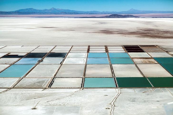 Lítium lepárlótelep az Uyuni sivatagban