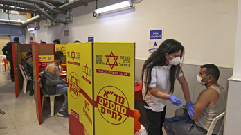 Már a második dózist is megkapta a lakosság fele Izraelben