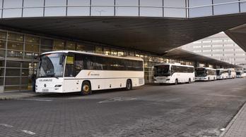 Jövő héttől a Volánbuszokon felfüggesztik az első ajtós felszállást