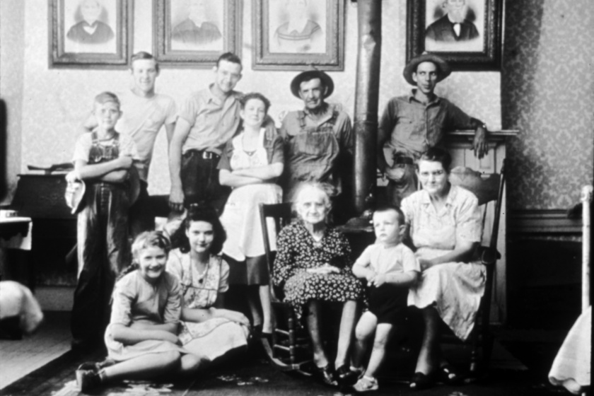 Ismeretlen, négygenerációs családot ábrázoló kép, amit feltöltöttek az Aranylemezre.