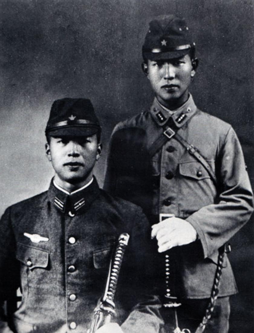 Onoda (jobbra) és testvére.