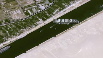 Napi több milliárd dollárban mérhető az eltorlaszolt Szuezi-csatornában vesztegelő áru értéke