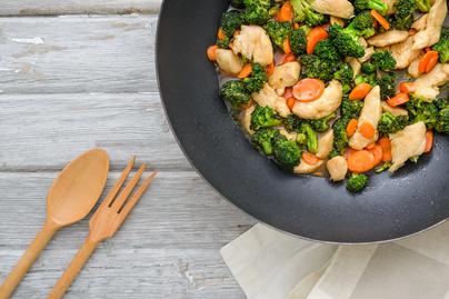 csirkés brokkoli wok