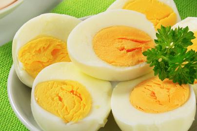 Így készül a tökéletes főtt tojás: nem reped meg és könnyen lejön a héja