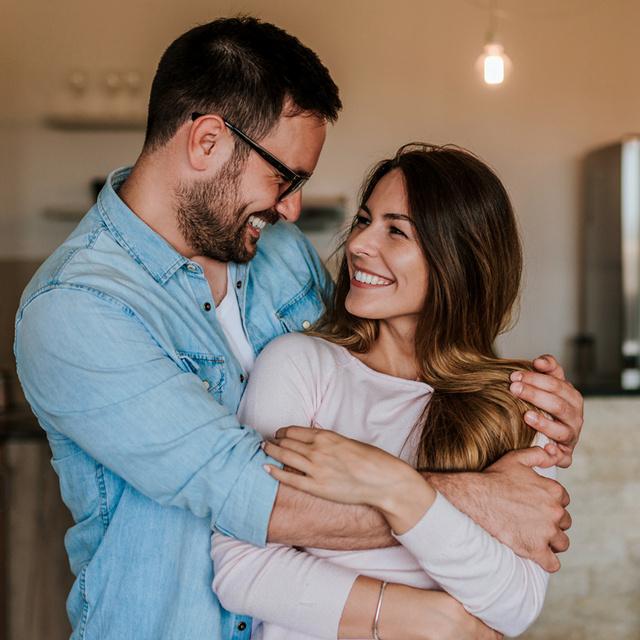 Milyen kapcsolatról árulkodik a 6 különböző ölelés? Mindegyik mást jelent az intimitás-szakértők szerint