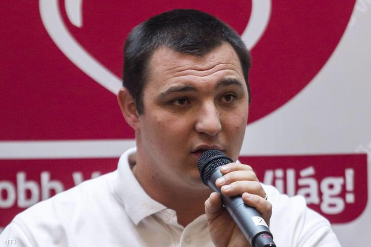 Papp Szabolcs, a Nem Adom Fel Alapítvány szóvivője sajtótájékoztatót tart a Nemzeti Színházban 2014. december 3-án