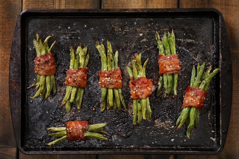 Sütőben sült zöldbab baconbe tekerve: ropogós, isteni köret sültek mellé