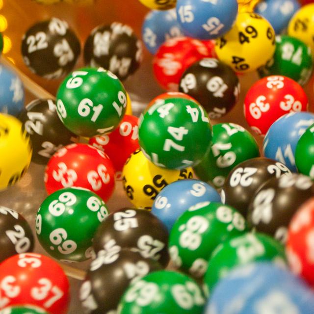 Ezek az ötöslottó mai nyerőszámai: 1 milliárd forintért lehetett játszani