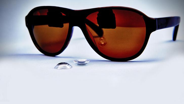 Az Innovega rendszere: lencse és szemüveg