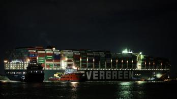 Nem tudni, mikorra szabadíthatják ki a Szuezi-csatornát elzáró hajót