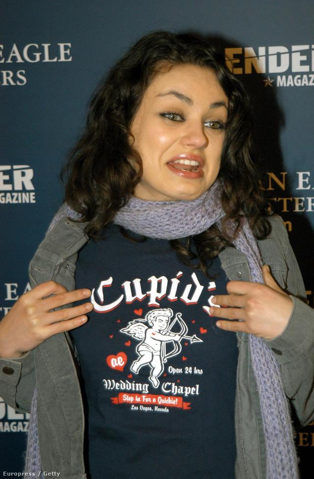 Mila Kunis 2003 áprilisában