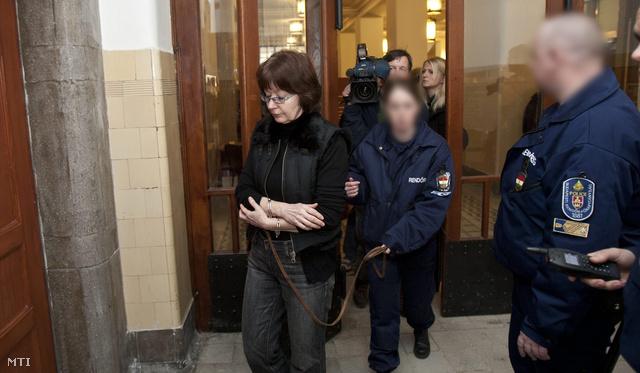 Horváthné Fekszi Mária, az ügy három gyanúsítottjának egyike, 2011-ben a Pesti Központi Kerületi Bíróságon