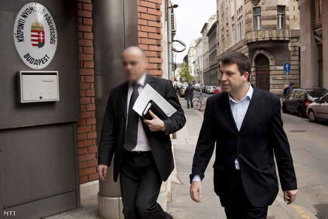 Ficsor Ádámot, Gyurcsány Ferenc  volt kabinetfőnökét 2011-ben tanúként hallgatták meg az ügyben