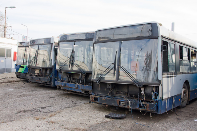 Kibelezett Ikarus 400-asok. Ezekből még lehet busz