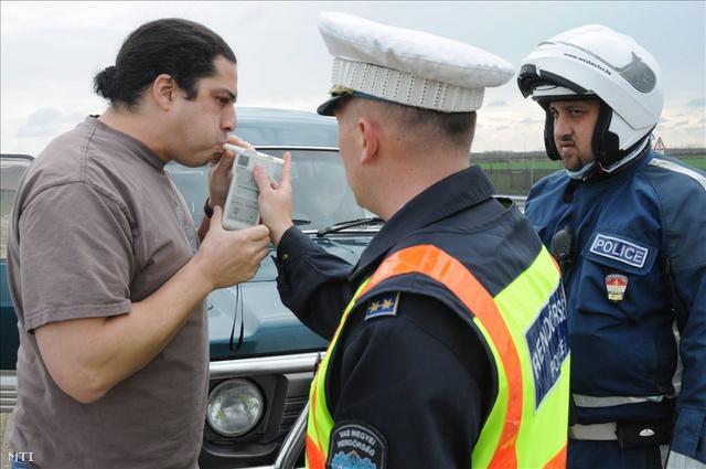 közúti ellenőrzés igazoltatás alkoholszonda DVETT20100402010