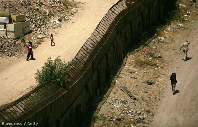 Az USA-t Mexikótól elválasztó fal