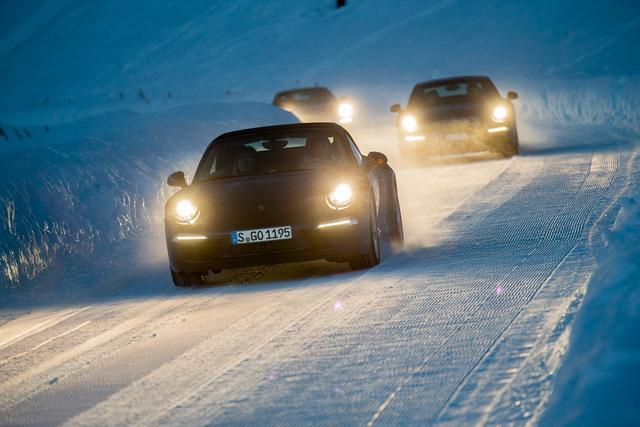 Szépen lemunkált, fagyott hó volt az úttest