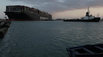 Vége a szuezi válságnak, kiszabadították az óriáshajót