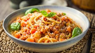 Avokádós-füstölt lazacos spagetti – gyors és egészséges fogás avokádórajongóknak