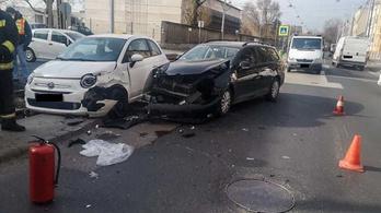 Két autó karambolozott Kőbányán, leállt a 3-as villamos