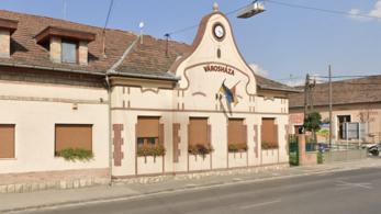 Szólni kellene a Fidesznek – Felrúgatta volna a momentumosok standját a budakalászi polgármester