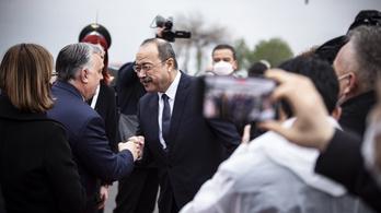 Üzbegisztánba látogatott Orbán Viktor