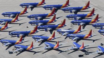 A világ legnagyobb diszkont légitársasága a hajtóműproblémák ellenére kitart a Boeingek mellett