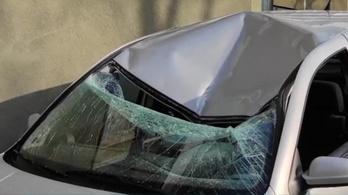 Betonkockát dobtak egy parkoló autóra Egerben