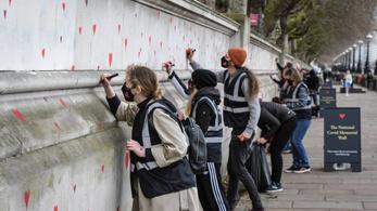 150 ezer szívvel rajzolnak tele egy Temze-parti falat Londonban