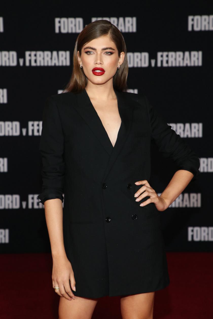 A 24 éves, brazil Valentina Sampaio volt az első nyíltan transznemű modell, aki a francia Vogue címlapján, valamint a Sports Illustrated Swimsuit Issue-jában szerepelt, majd 2019-ben a Victoria's Secret angyala lett.